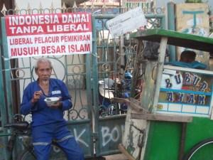 Umat Islam di Indonesia telah menjalankan protes umum ke atas Jaringan Islam Liberal (JIL) yang mengucar-kacirkan keharmonian masyarakat