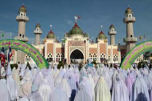Aktiviti keagamaan tetap dijalankan oleh masyarakat Islam, walaupun terdapat tekanan dan bantahan dari pemerintah